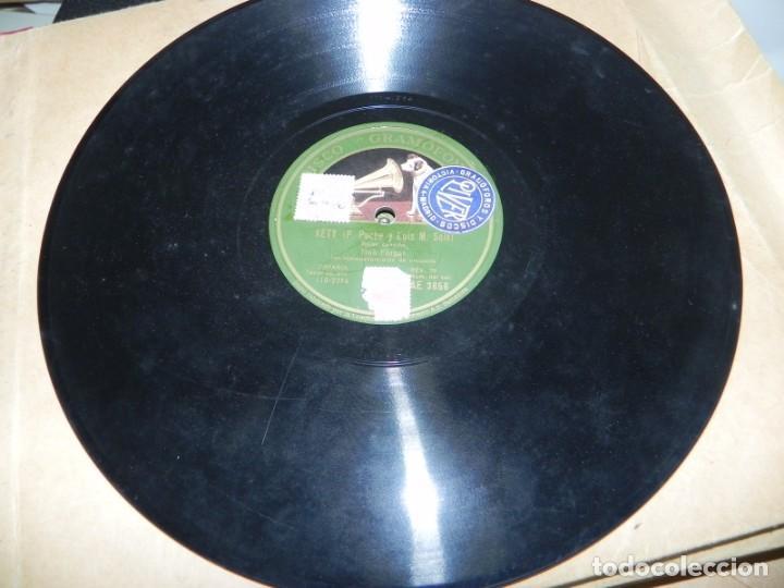 Gramófonos y gramolas: Antiguo gramofono de maleta Decca, Inglatera, junto con 10 discos de pizarra en álbum (ver fotografi - Foto 12 - 132976478