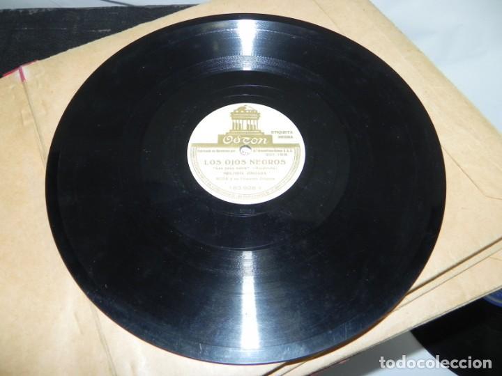 Gramófonos y gramolas: Antiguo gramofono de maleta Decca, Inglatera, junto con 10 discos de pizarra en álbum (ver fotografi - Foto 18 - 132976478