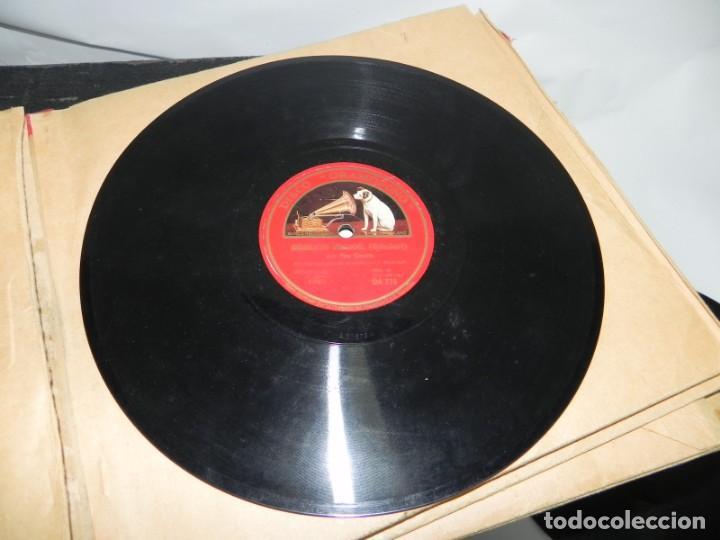 Gramófonos y gramolas: Antiguo gramofono de maleta Decca, Inglatera, junto con 10 discos de pizarra en álbum (ver fotografi - Foto 21 - 132976478