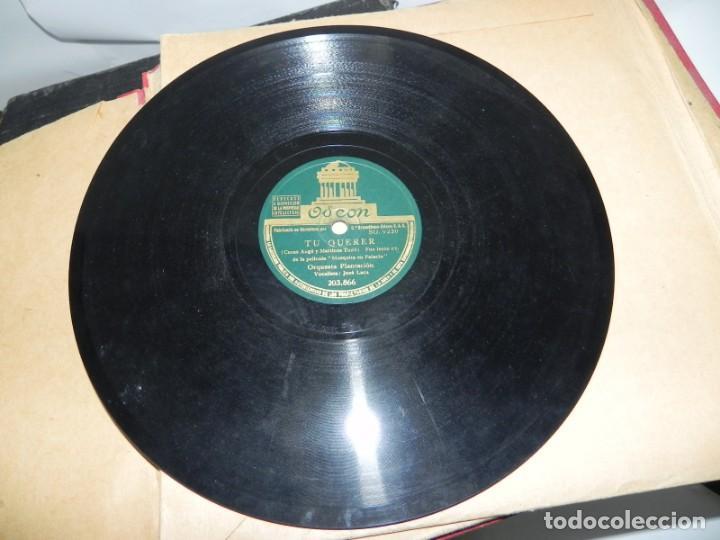Gramófonos y gramolas: Antiguo gramofono de maleta Decca, Inglatera, junto con 10 discos de pizarra en álbum (ver fotografi - Foto 25 - 132976478