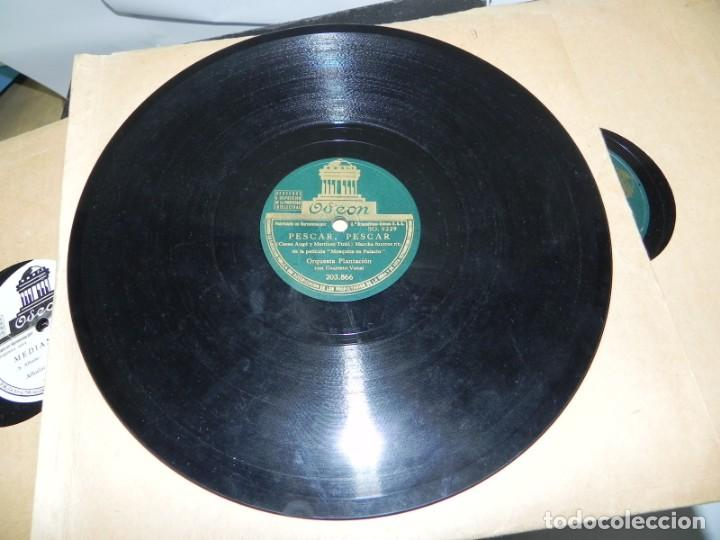 Gramófonos y gramolas: Antiguo gramofono de maleta Decca, Inglatera, junto con 10 discos de pizarra en álbum (ver fotografi - Foto 26 - 132976478