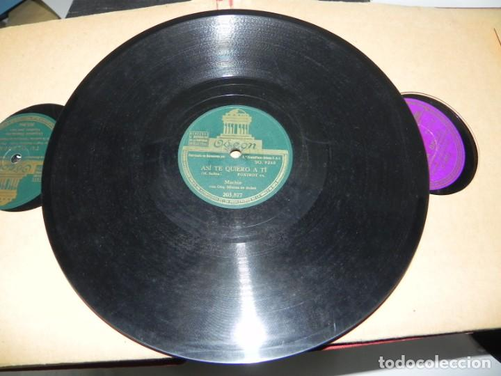 Gramófonos y gramolas: Antiguo gramofono de maleta Decca, Inglatera, junto con 10 discos de pizarra en álbum (ver fotografi - Foto 28 - 132976478