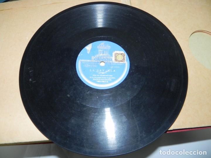 Gramófonos y gramolas: Antiguo gramofono de maleta Decca, Inglatera, junto con 10 discos de pizarra en álbum (ver fotografi - Foto 30 - 132976478