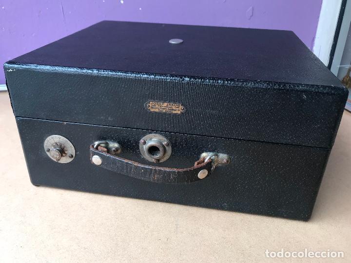 Gramófonos y gramolas: Magnifico gramofono de maleta en perfecto funcionamiento y disco de pizarra de regalo - Foto 4 - 135541050