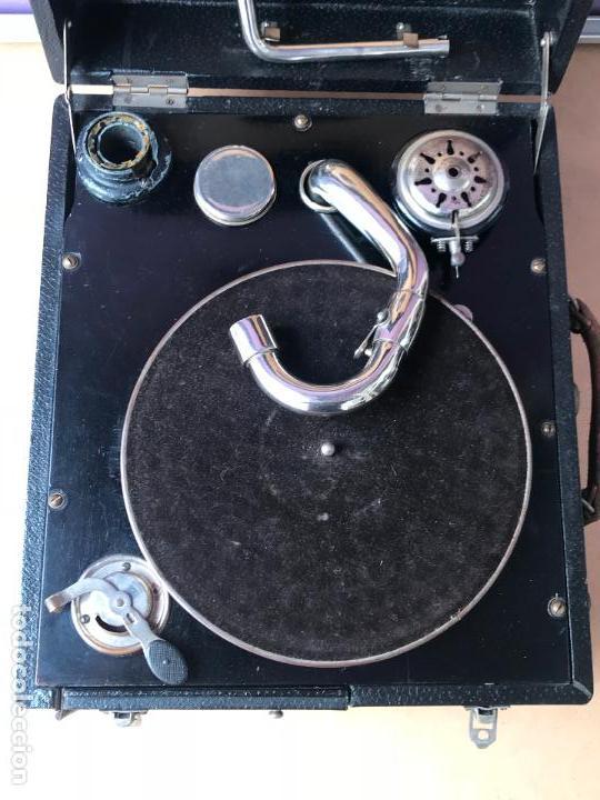 Gramófonos y gramolas: Magnifico gramofono de maleta en perfecto funcionamiento y disco de pizarra de regalo - Foto 5 - 135541050