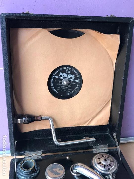Gramófonos y gramolas: Magnifico gramofono de maleta en perfecto funcionamiento y disco de pizarra de regalo - Foto 8 - 135541050