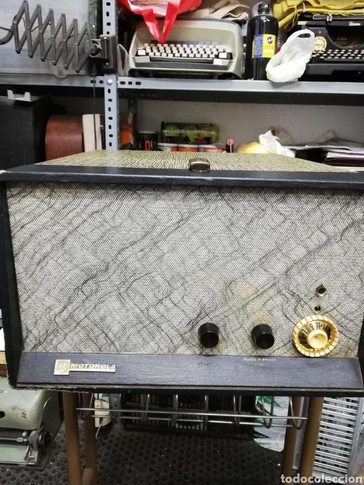 Gramófonos y gramolas: Tocadiscos maleta Motorola. Grande. No funciona.ver últimas fotos. - Foto 2 - 135657070