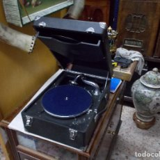 Gramófonos y gramolas: GRAMOLA COLUMBIA FUNCIONANDO. Lote 135823666