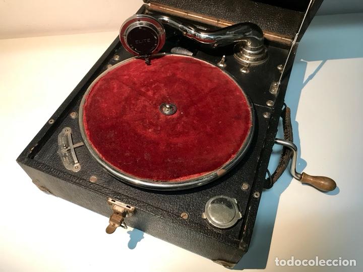Gramófonos y gramolas: Gramófono gramola Elite, principios del siglo XX. Funciona. Gramola de maleta. - Foto 2 - 137298104
