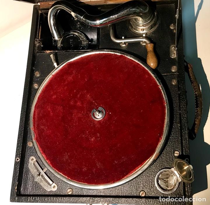 Gramófonos y gramolas: Gramófono gramola Elite, principios del siglo XX. Funciona. Gramola de maleta. - Foto 9 - 137298104