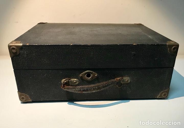 Gramófonos y gramolas: Gramófono gramola Elite, principios del siglo XX. Funciona. Gramola de maleta. - Foto 10 - 137298104