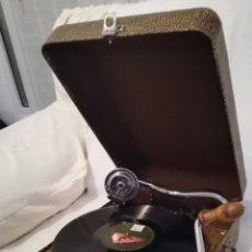 Gramófonos y gramolas: ANTIGUA GRAMOLA MARCA PATHE COMPLETA.. Lote 112013263