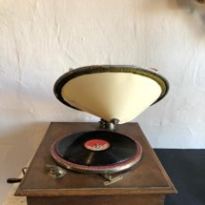 Gramófonos y gramolas: GRAMOFONO. Lote 142290158