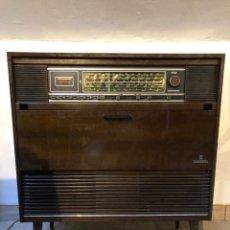 Gramófonos y gramolas: MUEBLE RADIO TOCADISCOS GRUNDIG. Lote 142308770