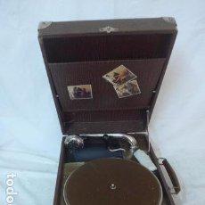 Gramófonos y gramolas: ANTIGUO GRAMOFONO PORTATIL ORIGINAL. FUNCIONA BIEN.. Lote 142879470