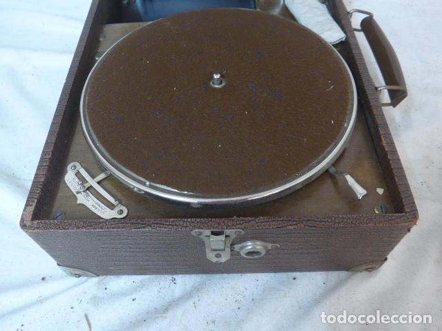 Gramófonos y gramolas: Antiguo gramofono portatil original. Funciona bien. - Foto 2 - 142879470
