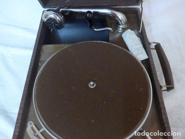 Gramófonos y gramolas: Antiguo gramofono portatil original. Funciona bien. - Foto 3 - 142879470