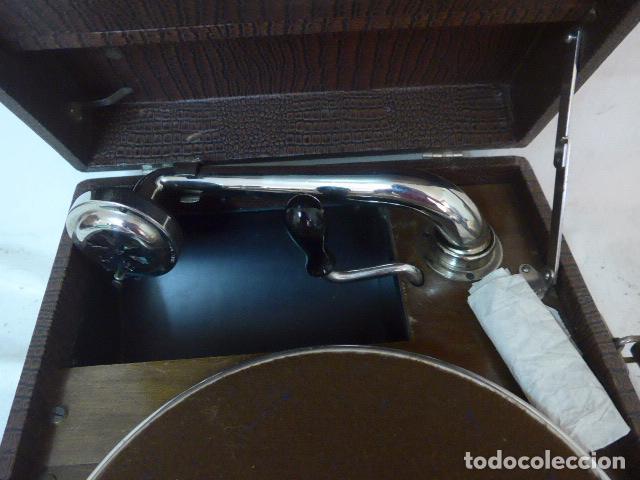 Gramófonos y gramolas: Antiguo gramofono portatil original. Funciona bien. - Foto 4 - 142879470