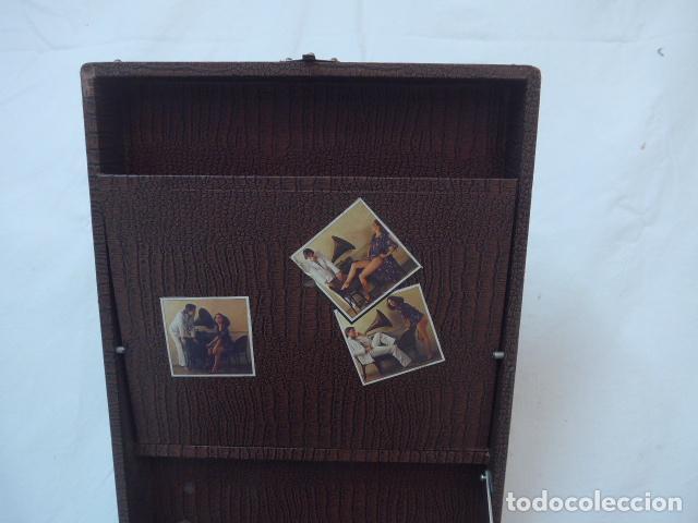 Gramófonos y gramolas: Antiguo gramofono portatil original. Funciona bien. - Foto 5 - 142879470