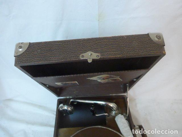 Gramófonos y gramolas: Antiguo gramofono portatil original. Funciona bien. - Foto 8 - 142879470