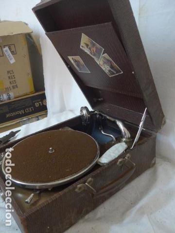 Gramófonos y gramolas: Antiguo gramofono portatil original. Funciona bien. - Foto 9 - 142879470