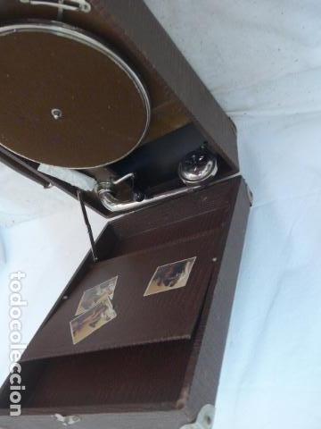 Gramófonos y gramolas: Antiguo gramofono portatil original. Funciona bien. - Foto 10 - 142879470