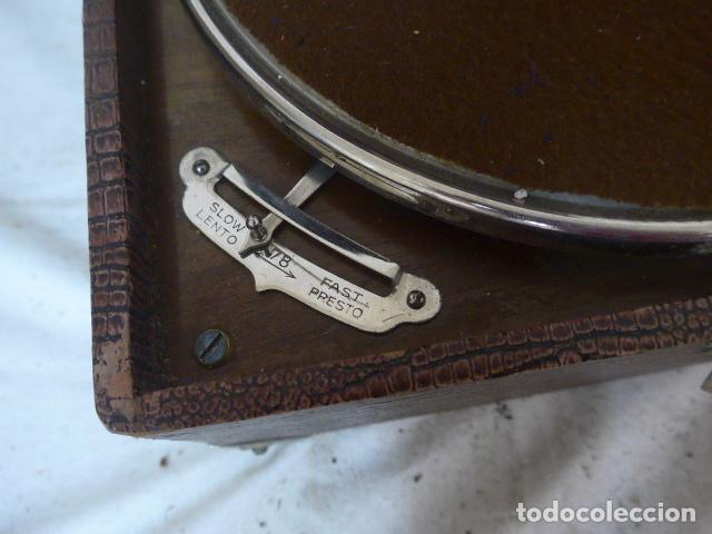 Gramófonos y gramolas: Antiguo gramofono portatil original. Funciona bien. - Foto 11 - 142879470