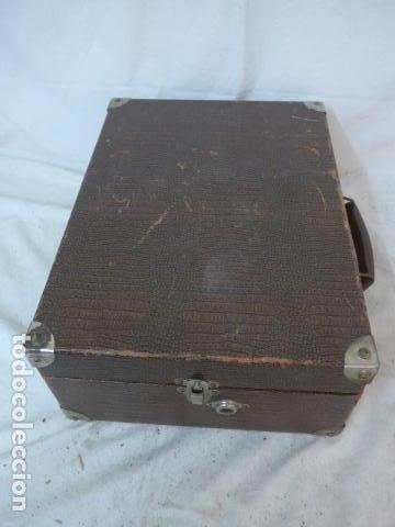 Gramófonos y gramolas: Antiguo gramofono portatil original. Funciona bien. - Foto 14 - 142879470