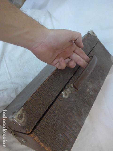 Gramófonos y gramolas: Antiguo gramofono portatil original. Funciona bien. - Foto 15 - 142879470
