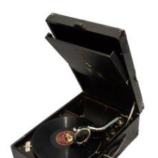 Gramófonos y gramolas: BELLÍSIMO GRAMÓFONO CON SU MALETA EN BUEN ESTADO DE CONSERVACIÓN DE ORIGEN INGLES,HIS MASTER´S VOICE. Lote 143081154