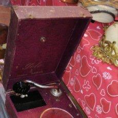 Gramófonos y gramolas: ANTIGUA GRAMOLA DE MANIVELA SIGLO XIX. Lote 143397460
