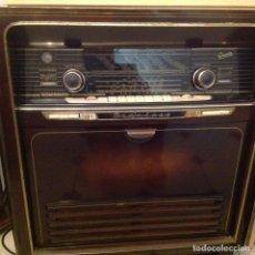 Gramófonos y gramolas: PRECIOSO MUEBLE RADIO-TOCADISCOS GRAETZ 1957. Lote 144055570