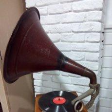 Gramófonos y gramolas: ANTIGUO GRAMÓFONO, MECANISMO SUIZO A/F, CIRCA 1900. Lote 145179422