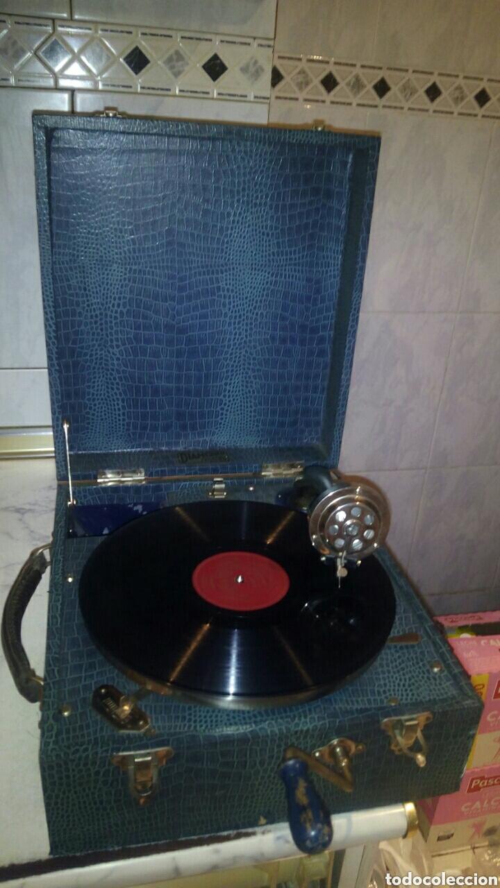 ANTIGUA GRAMOLA,(FUNCIONANDO) (Radios, Gramófonos, Grabadoras y Otros - Gramófonos y Gramolas)