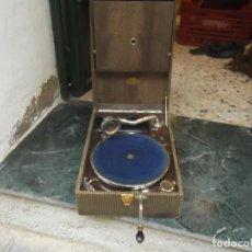 Gramófonos y gramolas: GRAMOFONO G.LAMAN FILS MOULINS CON ALBUM Y 10 DISCOS FUNCIONANDO. Lote 147281346