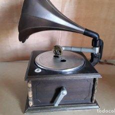Gramófonos y gramolas: GRAMÓFONO DE PILAS DE LOS AÑOS 60,70 NO FUNCIONA . Lote 148038462