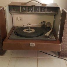Gramófonos y gramolas: TOCA DISCOS ANTIGUO EN MALETIN. Lote 148304802