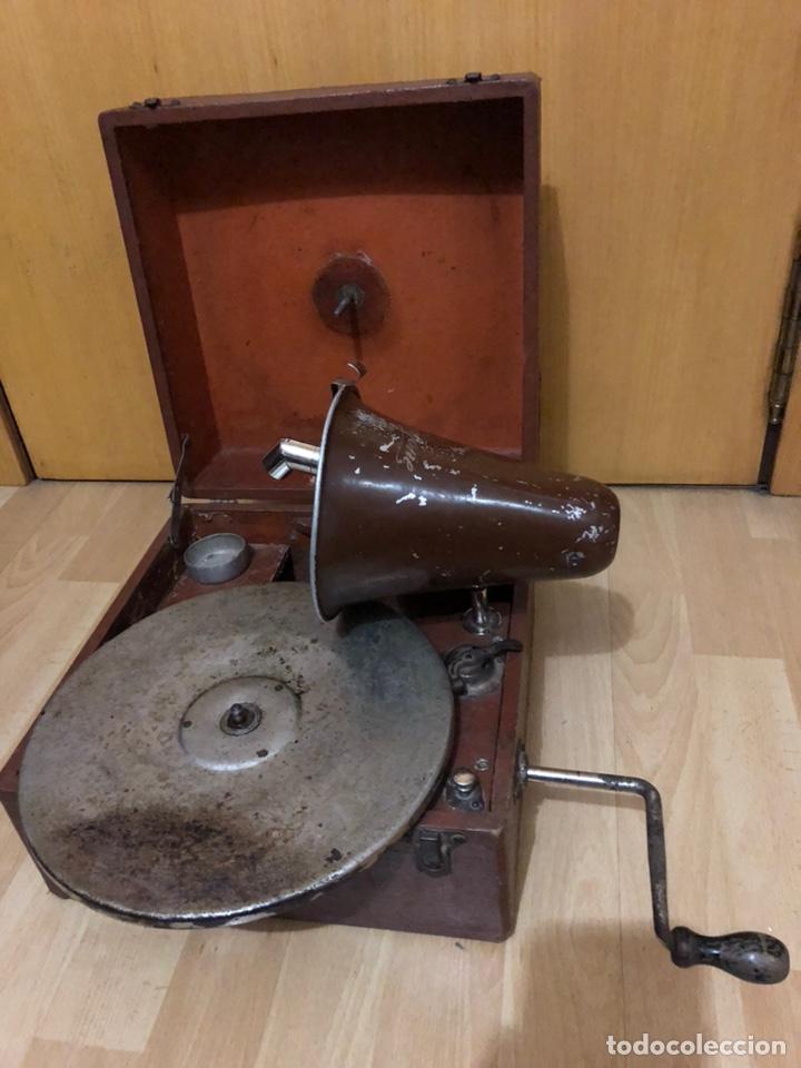 PEQUEÑA GRAMOLA PLEGABLE ECOPHONE AMPLIFONO CON BOCINA.FUNCIONA (Radios, Gramófonos, Grabadoras y Otros - Gramófonos y Gramolas)