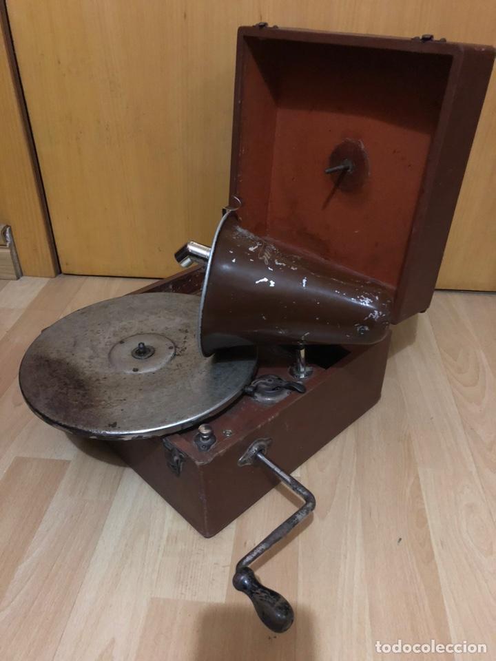 Gramófonos y gramolas: Pequeña Gramola plegable ecophone amplifono con bocina.funciona - Foto 2 - 149395756