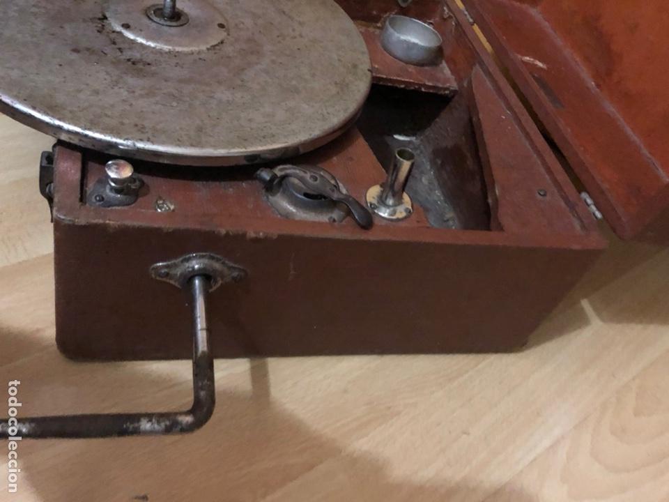 Gramófonos y gramolas: Pequeña Gramola plegable ecophone amplifono con bocina.funciona - Foto 14 - 149395756