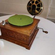 Gramófonos y gramolas: RARÍSIMO GRAMÓFONO SISTEMA NIRONA CON REPRODUCTOR PATHÉ. Lote 149940306