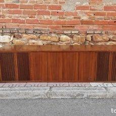 Gramófonos y gramolas: MUEBLE TOCADISCOS ANTIGUO GRUNDIG. APARADOR VINTAGE TOCADISCOS, MAGNETOFONO RADIO MID CENTURY.. Lote 150284458