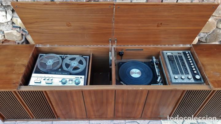 Gramófonos y gramolas: Mueble tocadiscos antiguo Grundig. Aparador antiguo tocadiscos, magnetofono antiguo, radio antigua. - Foto 2 - 150284458