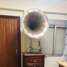 Gramófonos y gramolas: GRAMÓFONO CONCERT AUTOMÁTICO A MONEDAS. Lote 151272401