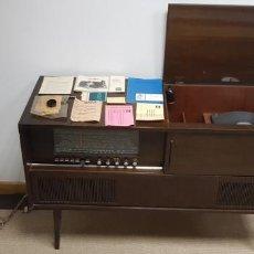Gramófonos y gramolas: 419- MUEBLE VINTAGE CON RADIO SABA FELDBERG 18 Y TOCADISCOS DUAL AÑOS 60 CON DOCUMENTACION. Lote 152195798