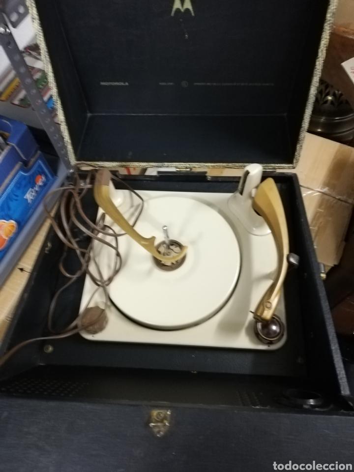 Gramófonos y gramolas: Tocadiscos maleta Motorola. Grande. No funciona.ver últimas fotos. - Foto 7 - 135657070
