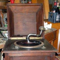 Gramófonos y gramolas: GRAMOFONO MUEBLE, FUNCIONA, BUEN ESTADO GENERAL, REGALO DIEZ DISCOS DE PIZARRA. Lote 154637738