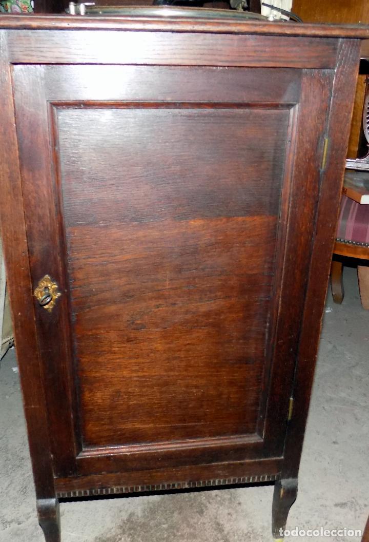 Gramófonos y gramolas: gramofono mueble, funciona, buen estado general, regalo diez discos de pizarra - Foto 3 - 154637738