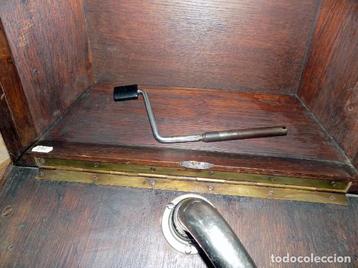 Gramófonos y gramolas: gramofono mueble, funciona, buen estado general, regalo diez discos de pizarra - Foto 4 - 154637738
