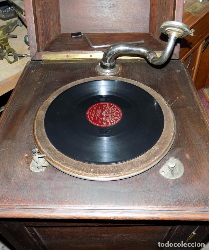 Gramófonos y gramolas: gramofono mueble, funciona, buen estado general, regalo diez discos de pizarra - Foto 6 - 154637738